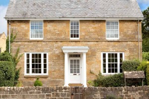 Aluminium windows with a traditional appearance installed on large traditional