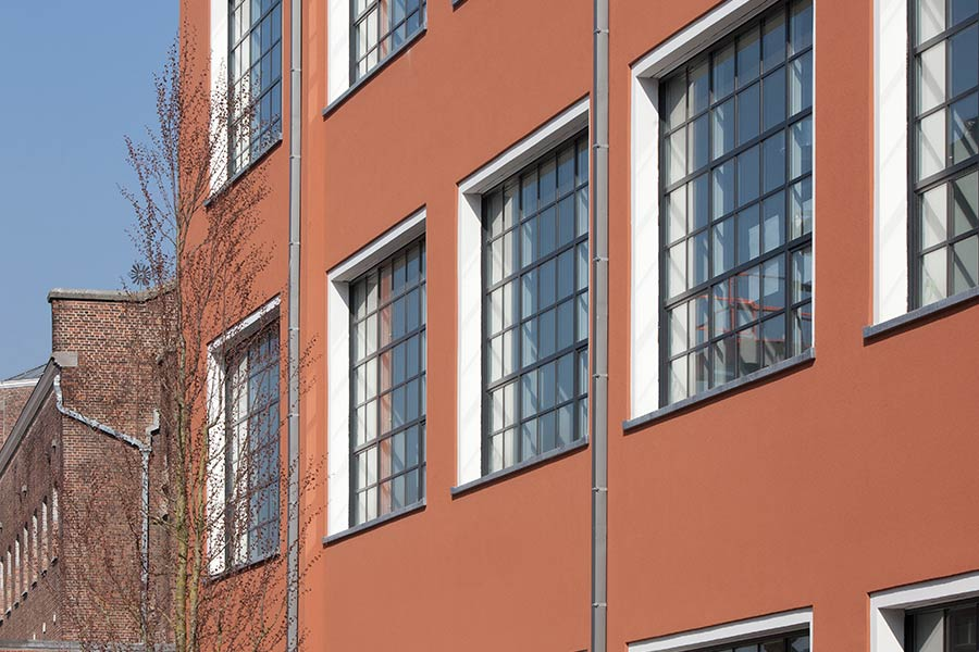 Steel look windows made using Reynaers aluminium for a traditional look